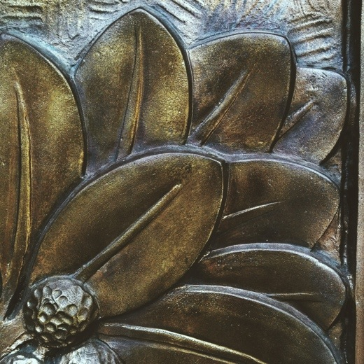 Floral detail on the metal doors of the Indiana World War Memorial.