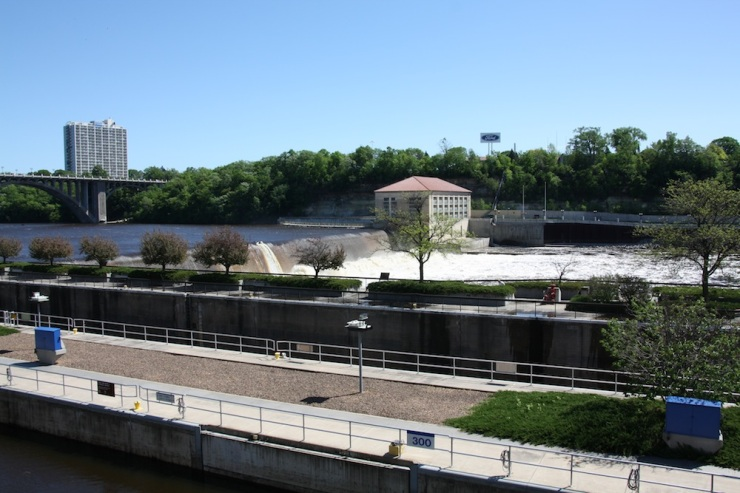 The locks with the dam in the background, with the hydro power station in the center of the image.